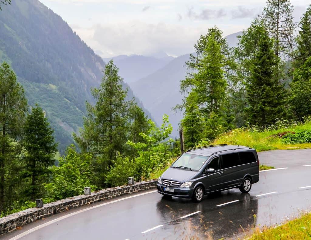 Conforto e flexibilidade - transfers em veículos privativos